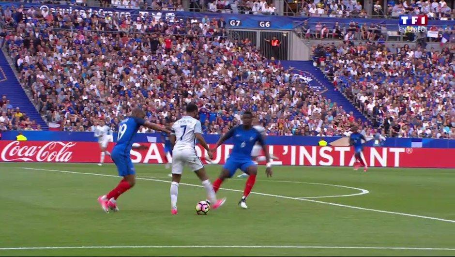 [VIDEO] La fabuleuse talonnade de Sterling sur le but de Kane