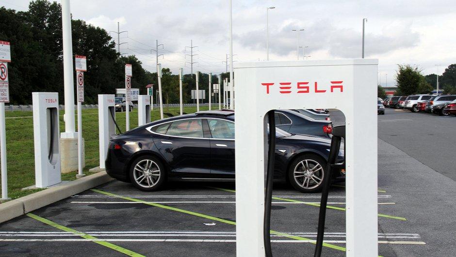 Tesla expérimente le lavage sur les bornes Superchargeur