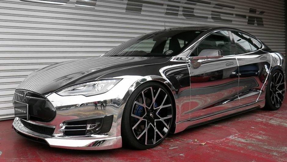 Une Tesla Model S chromée par Office-K