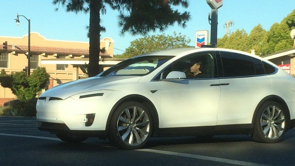 Tesla Model X 2016: présentation prévue en septembre!