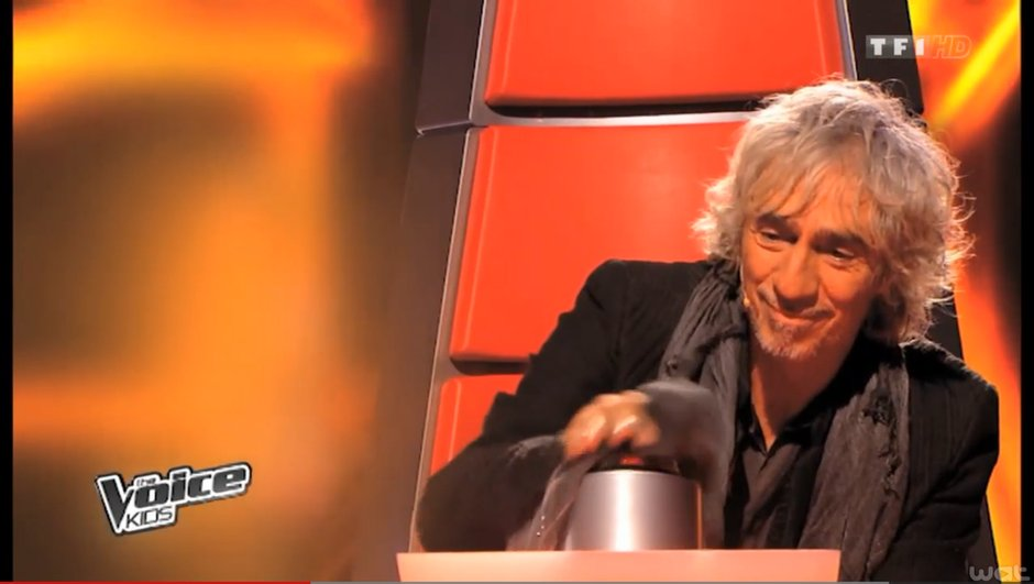 The Voice Kids - Louis Bertignac, ou l'art de buzzer au dernier moment !