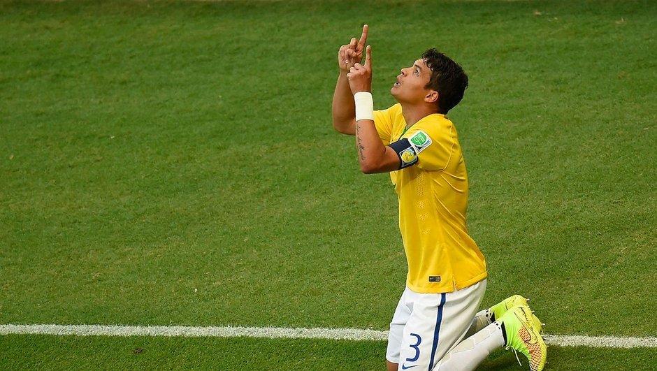 Vidéo : Quand Thiago Silva dédie son but à Neymar en Copa America