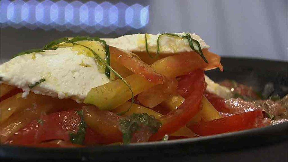 Salade de tomates à la menthe et au chèvre frais