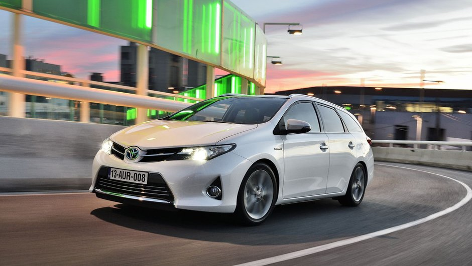 Nouvelle Toyota Auris Touring Sports 2013 : l'alternative et l'hybride