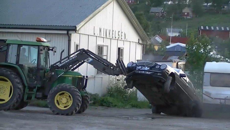 insolite-arrete-un-voleur-tracteur-9107282