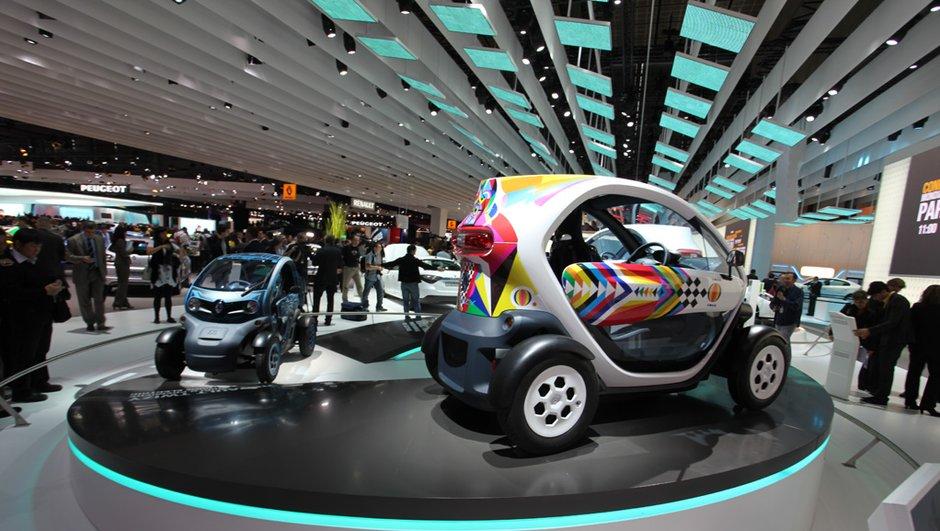 mondial-de-l-auto-2010-renault-twizy-un-scooter-corps-d-une-voiture-9903912