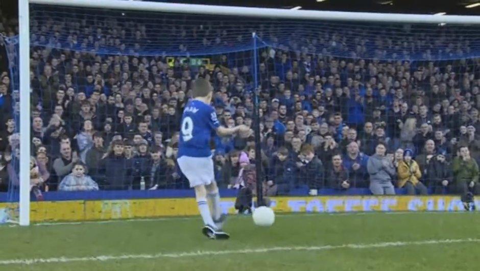 Le but d'un enfant handicapé fan d'Everton élu « But du mois »