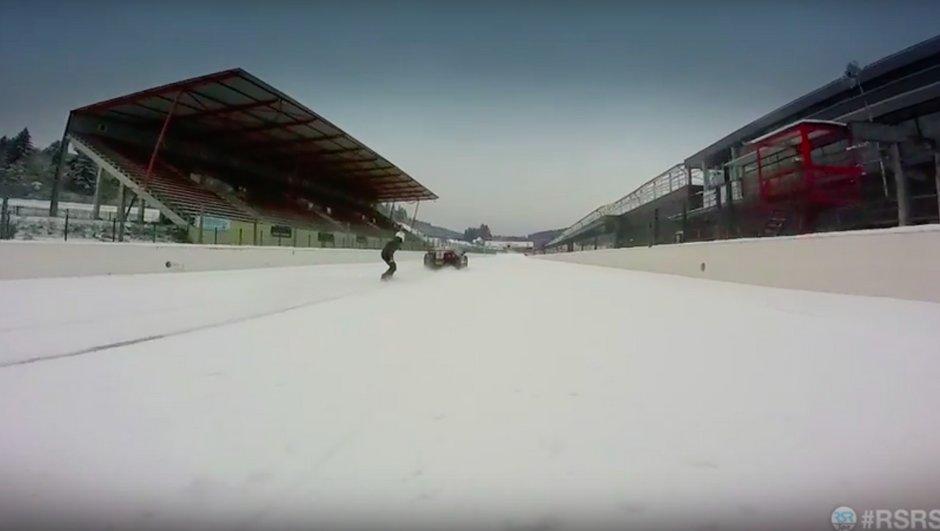 Vidéo Insolite : tiré par une Nissan GT-R sur le circuit de Spa !