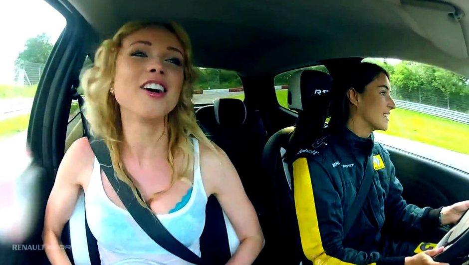 Vidéo : C'est l'histoire d'une blonde avec un bocal dans une Twingo