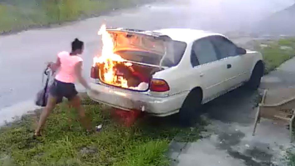 Insolite : Quand une femme pense mettre le feu à la voiture de son ex...