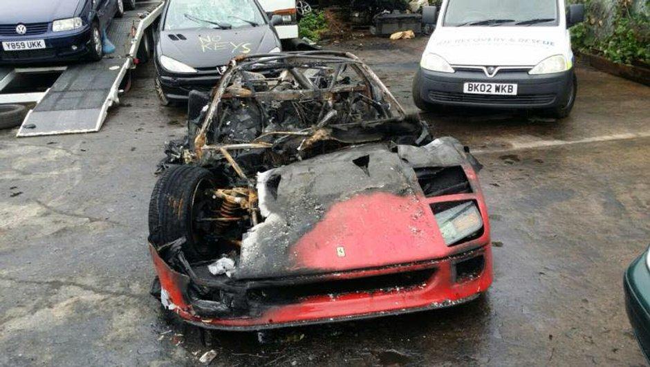Une Ferrari F40 brûle... juste après restauration