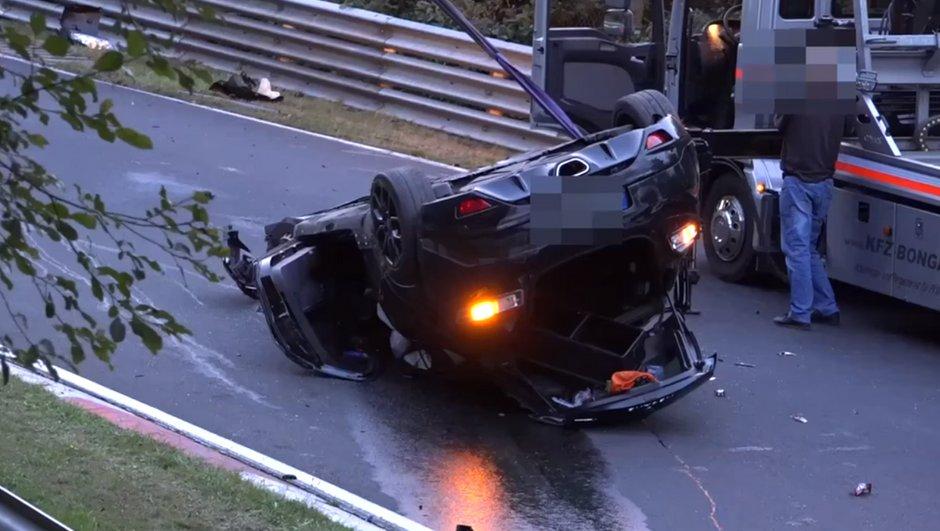 Vidéo – Une Mégane RS repart du Nürburgring complètement détruite