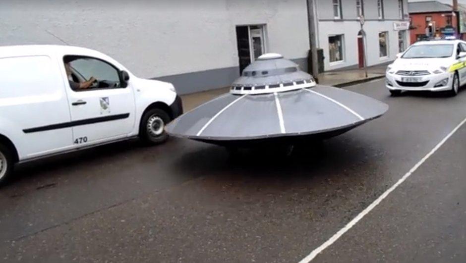 Insolite : une course-poursuite entre la police et… une soucoupe volante