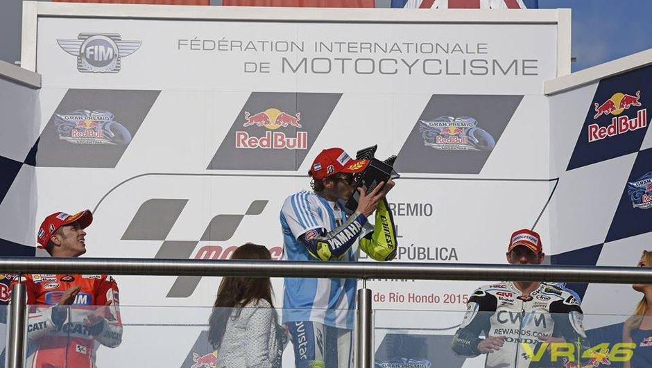 MotoGP Argentine 2015 : Rossi gagne, Marquez chute