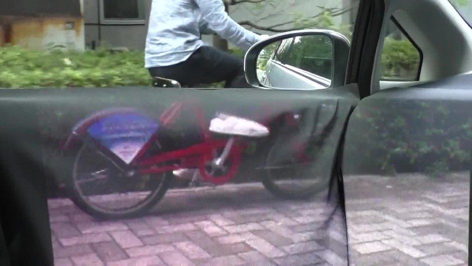insolite-voiture-transparente-vue-de-l-interieur-1276570