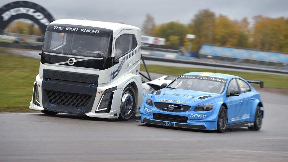 Insolite : L'Iron Knight défie la Volvo S60 WTCC