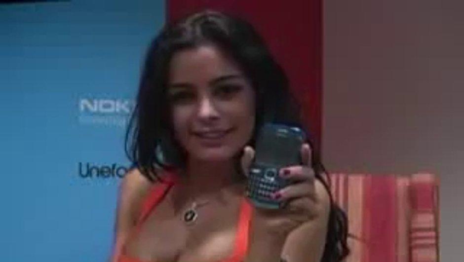 Insolite : Larissa Riquelme en vidéo pour la promotion d'un téléphone