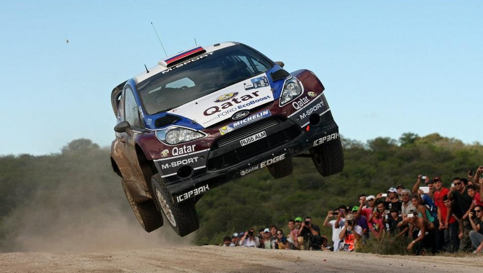 WRC - Rallye de l'Acropole - SS1 : Novikov met le turbo, Ogier abandonne