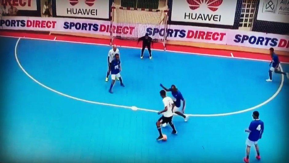 VIDEO : Zidane et ses fils régalent lors d'un tournoi de futsal!